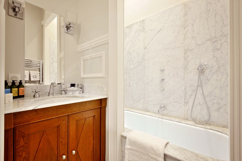 Villa Victor Louis - Prestige Suite - Marble Bathroom