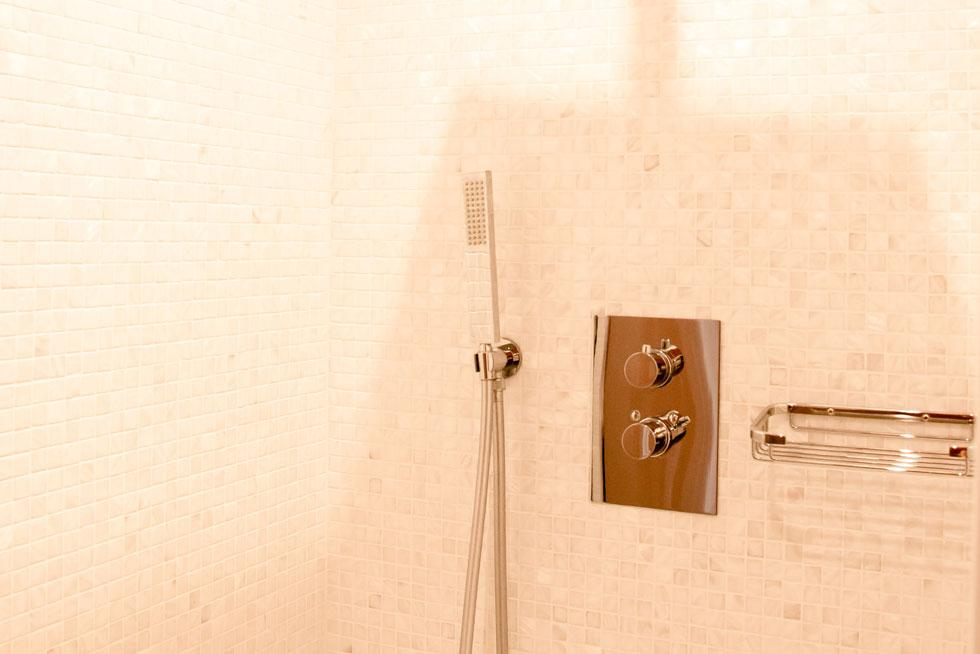 La salle de bain, douche, du Studio - Villa Victor Louis