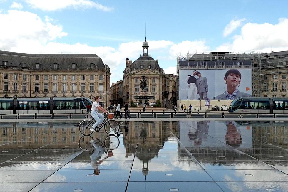 Fabuleuse architecture de la place de la Bourse et le miroir d'eau - Villa Victor Louis