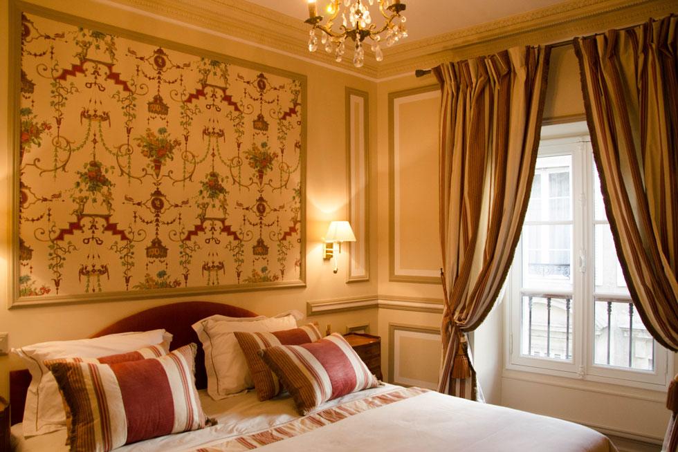 Chambre Classique aux tons Bordeaux - Villa Victor Louis